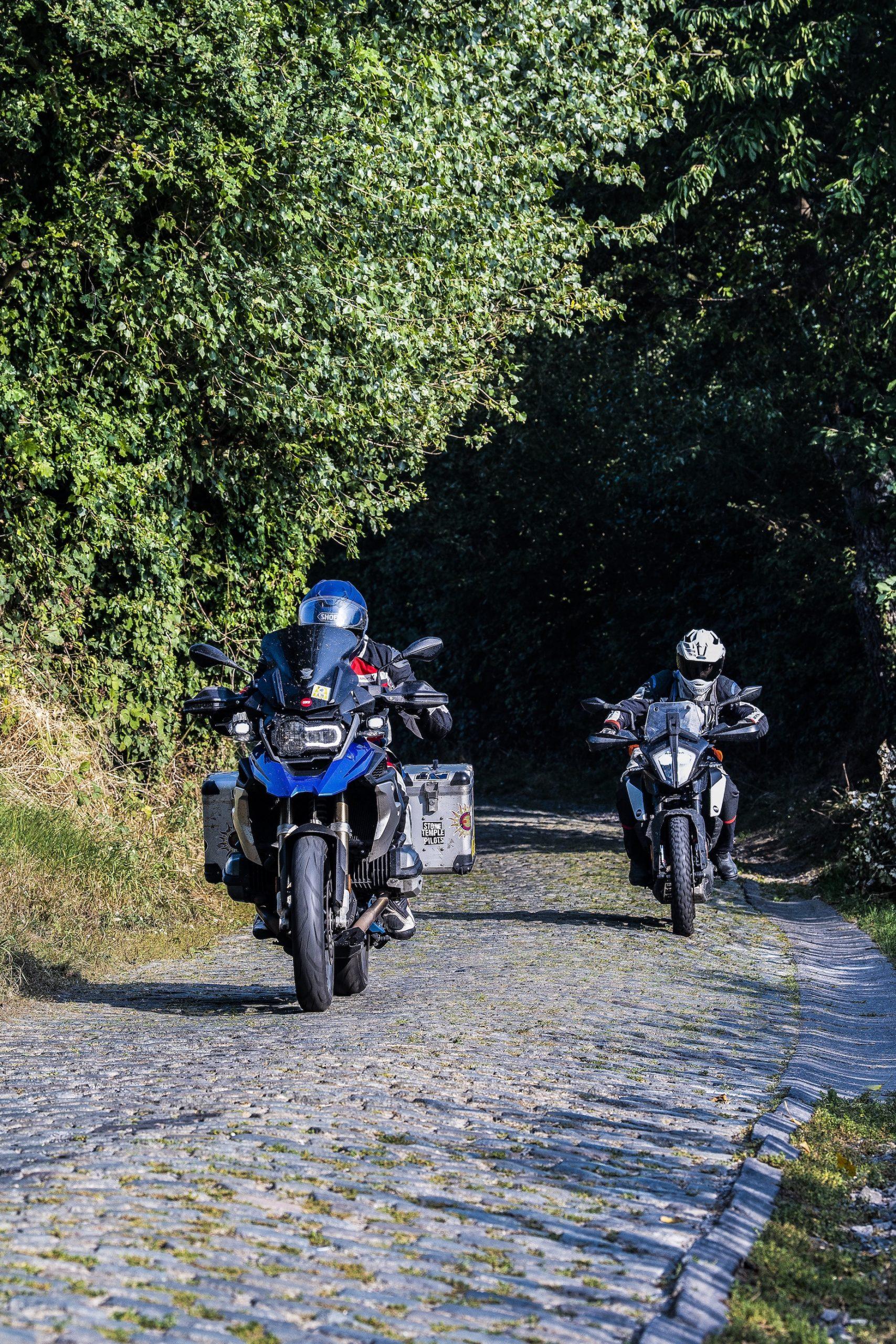 BMW R 1200 GS KTM 390 Adventure Ronde Van Vlaanderen TT